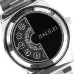 Наручные круглые часы чёрного цвета