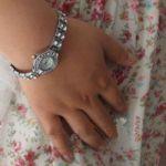 Серебристые часы для женщин со стразами