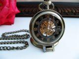 Настольные часы на цепочке с лупой механические