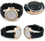 Стильные кварцевые часы с силиконовым браслетом